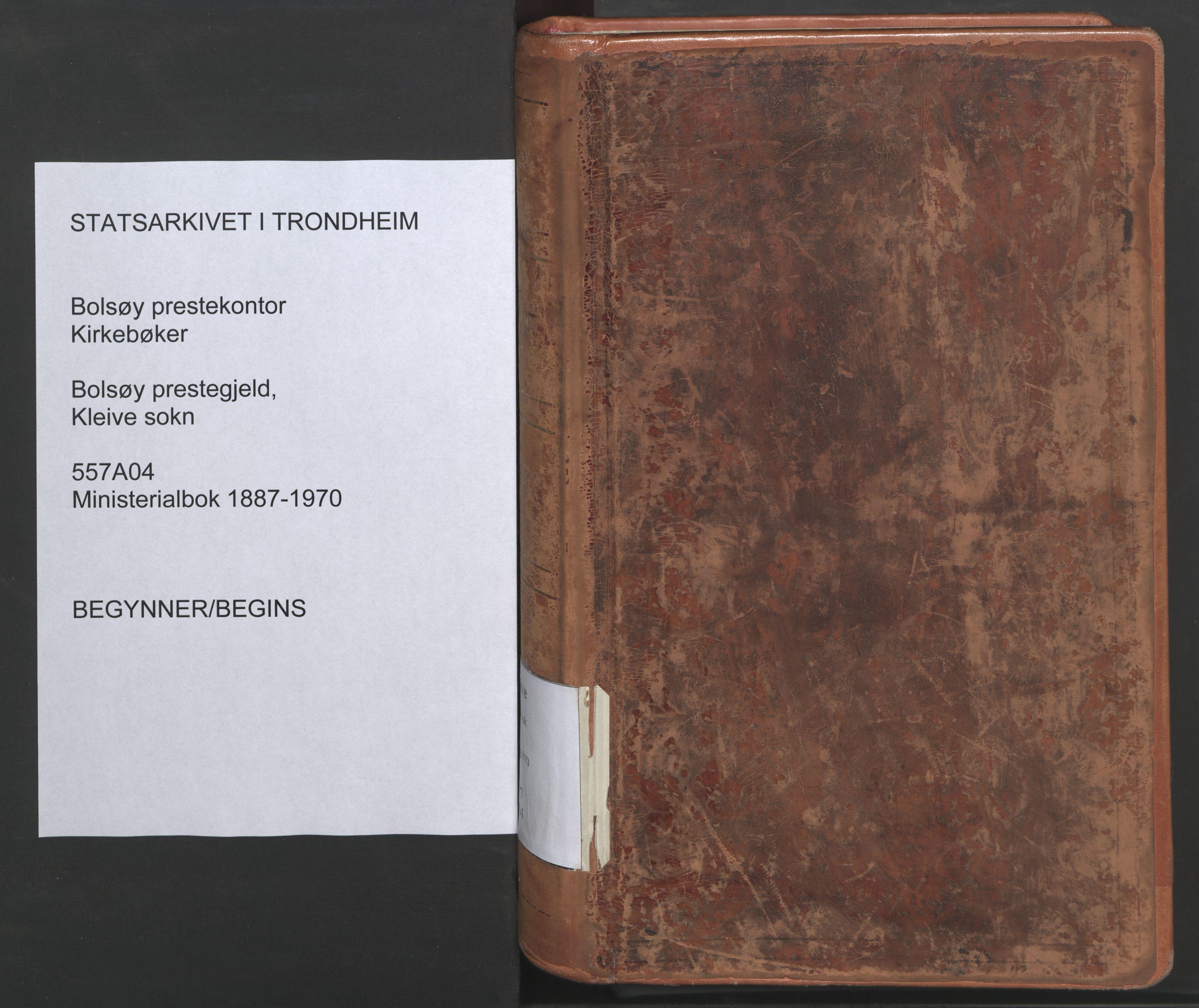 SAT, Ministerialprotokoller, klokkerbøker og fødselsregistre - Møre og Romsdal, 557/L0682: Parish register (official) no. 557A04, 1887-1970