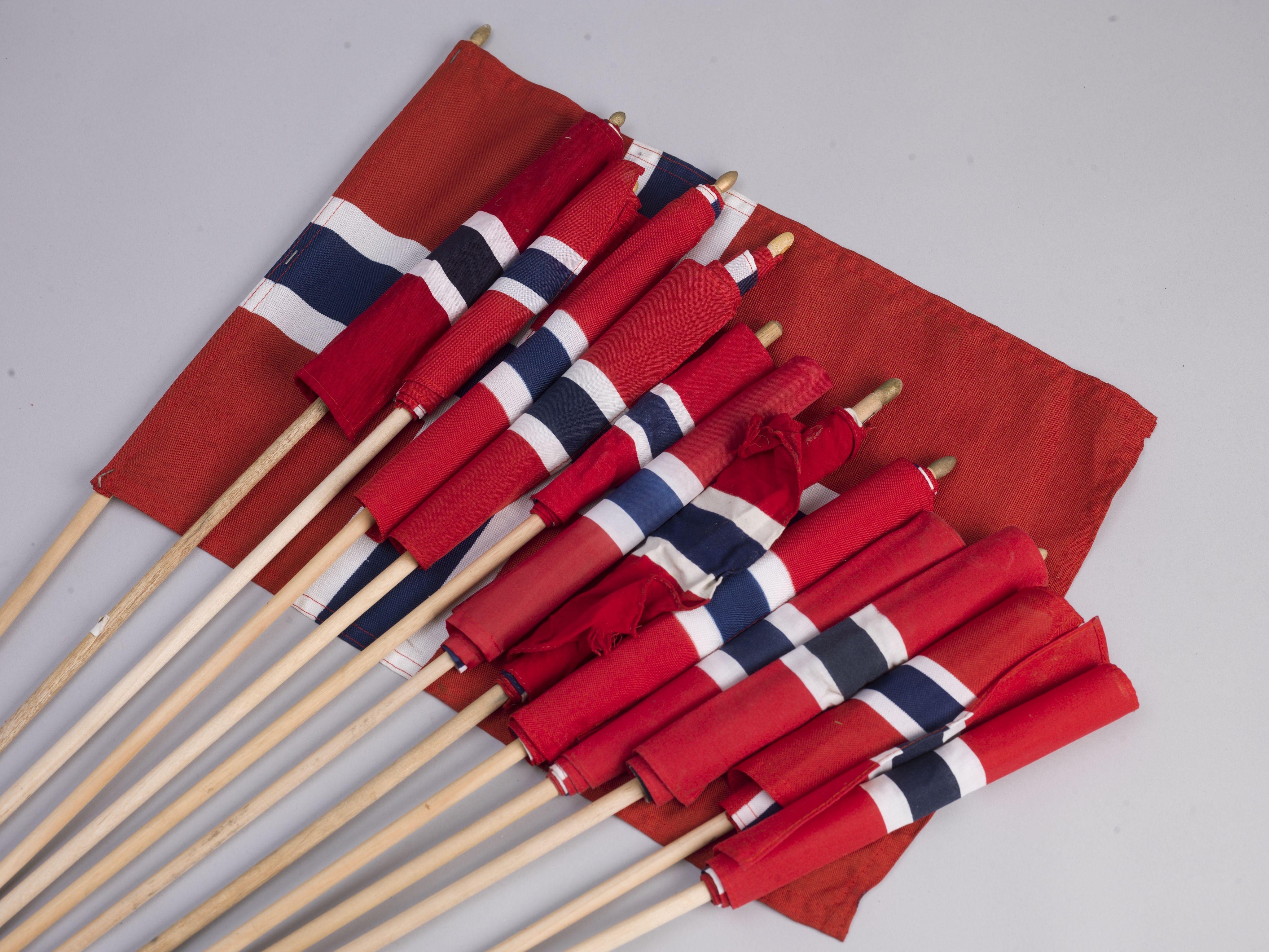 RA, Minnemateriale etter 22.07.2011, W/Wc/L0010: Oslo domkirke. Norske flagg uten påtegnelser, 2011, s. 1