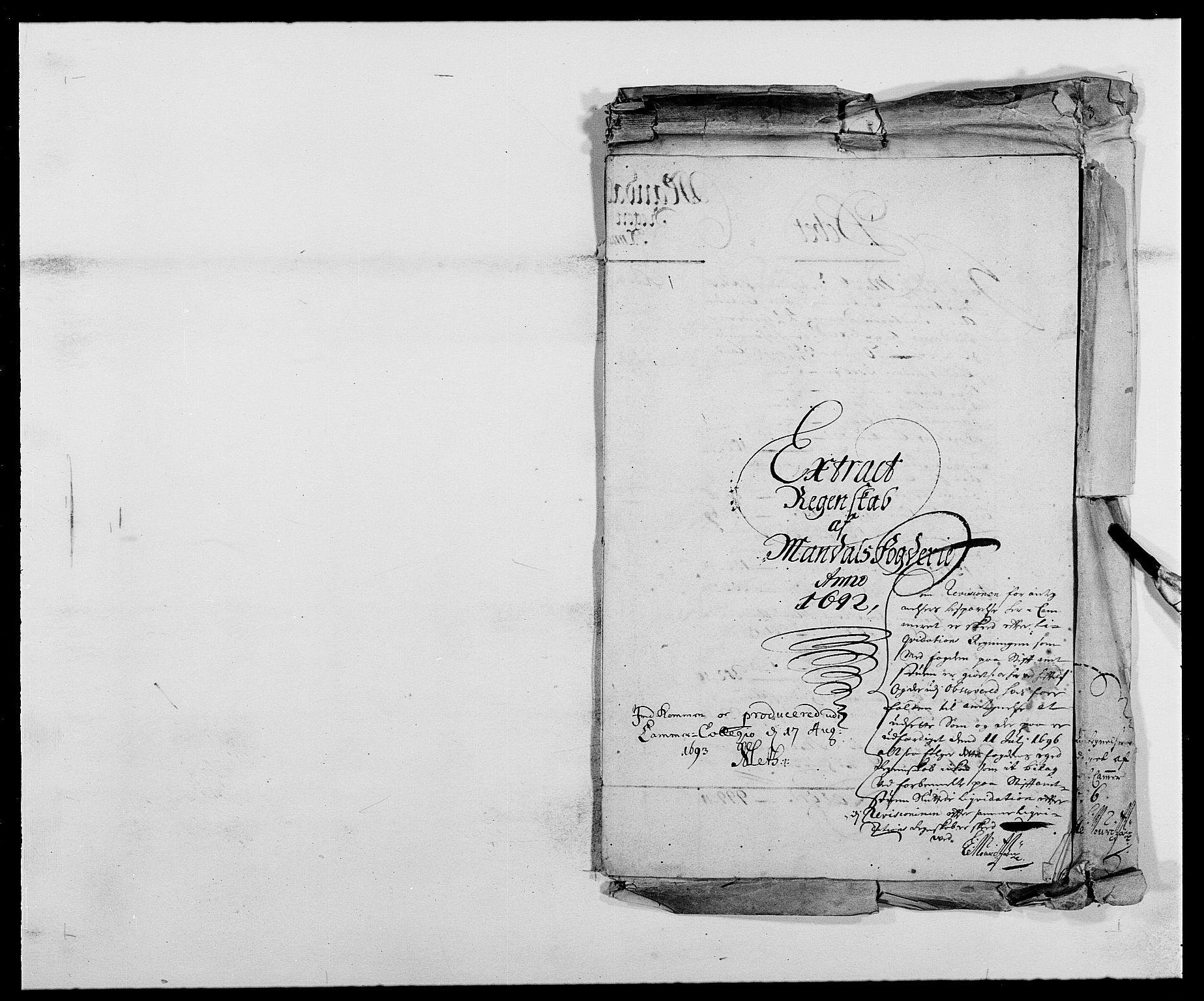 RA, Rentekammeret inntil 1814, Reviderte regnskaper, Fogderegnskap, R42/L2544: Mandal fogderi, 1692-1693, s. 1