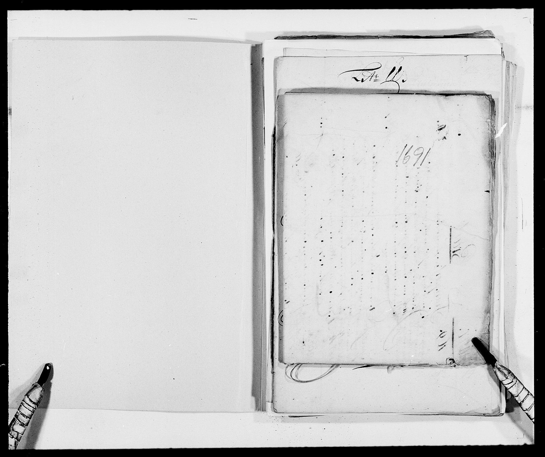 RA, Rentekammeret inntil 1814, Reviderte regnskaper, Fogderegnskap, R40/L2443: Fogderegnskap Råbyggelag, 1691-1692, s. 2