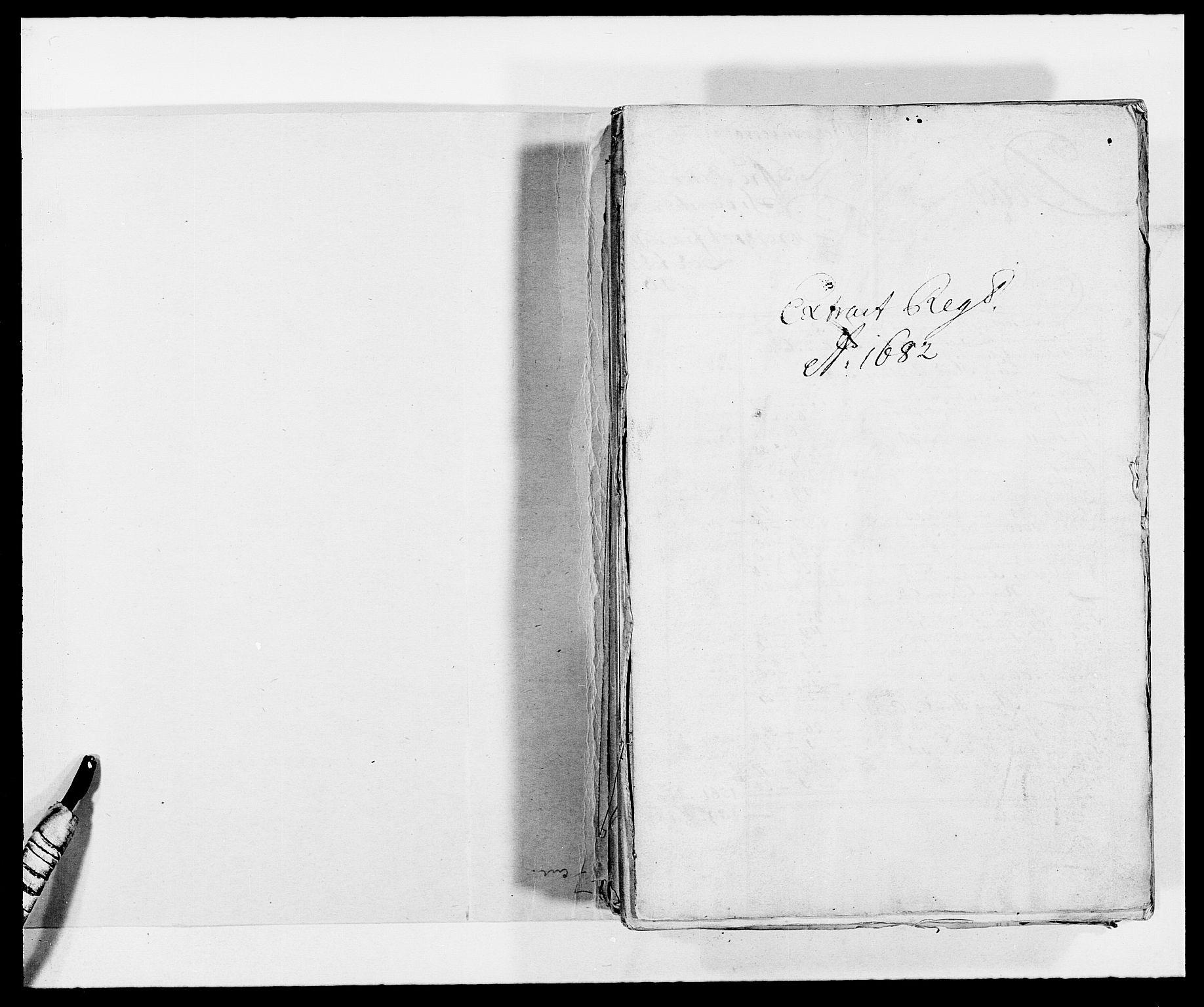 RA, Rentekammeret inntil 1814, Reviderte regnskaper, Fogderegnskap, R12/L0697: Fogderegnskap Øvre Romerike, 1682-1683, s. 2