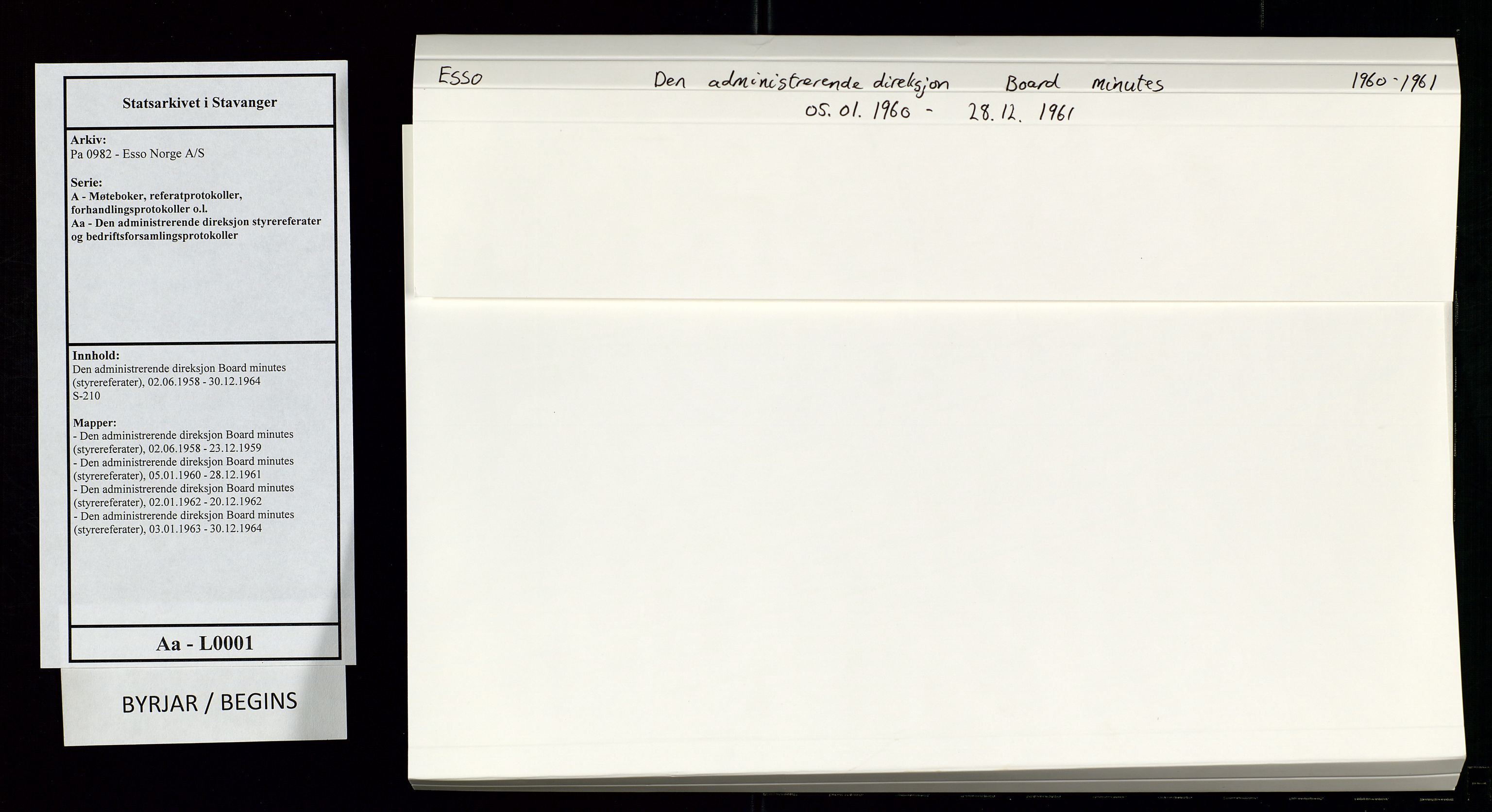 SAST, Pa 0982 - Esso Norge A/S, A/Aa/L0001: Den administrerende direksjon Board minutes (styrereferater), 1960-1961, s. 1
