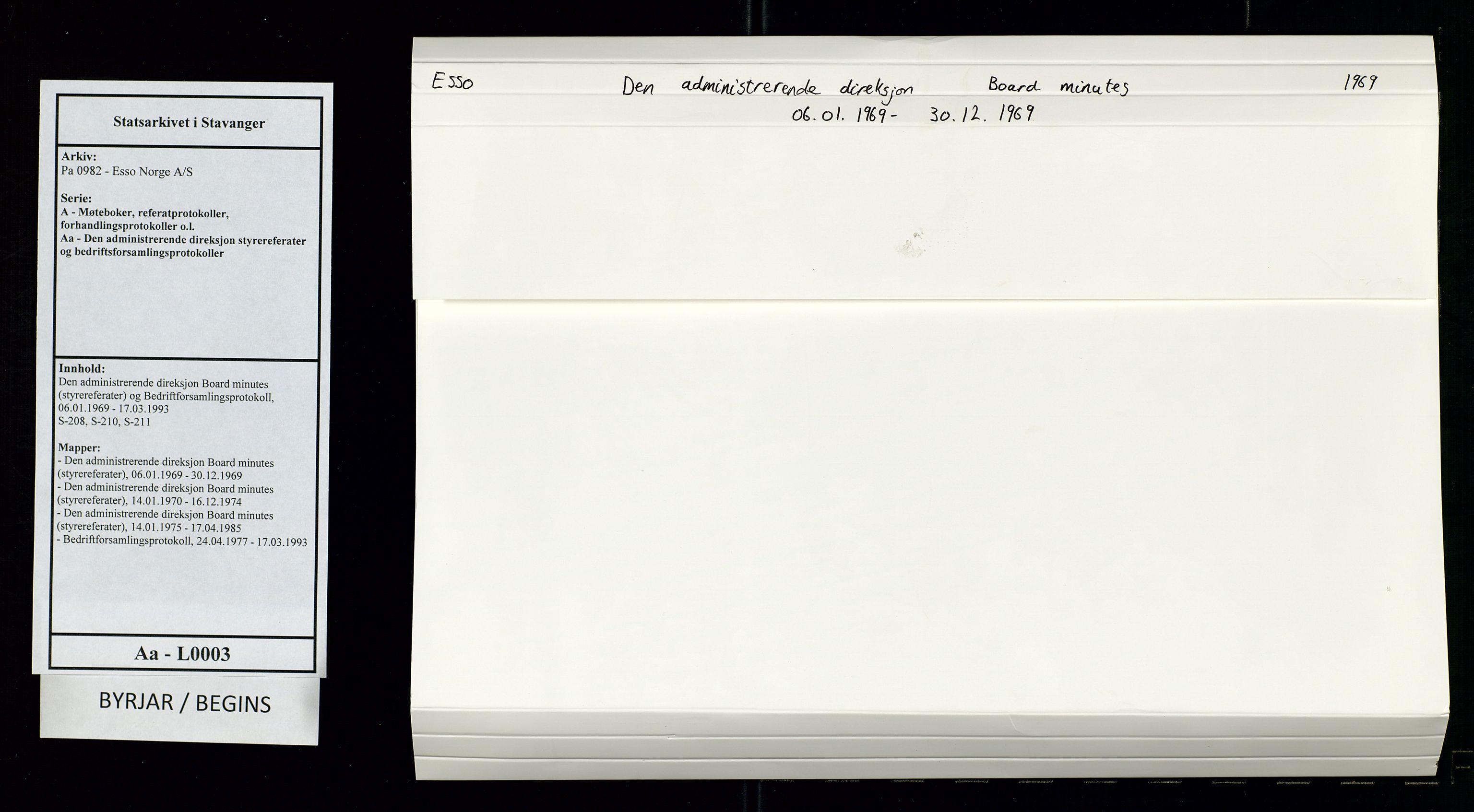 SAST, Pa 0982 - Esso Norge A/S, A/Aa/L0003: Den administrerende direksjon Board minutes (styrereferater) og Bedriftforsamlingsprotokoll, 1969, s. 1
