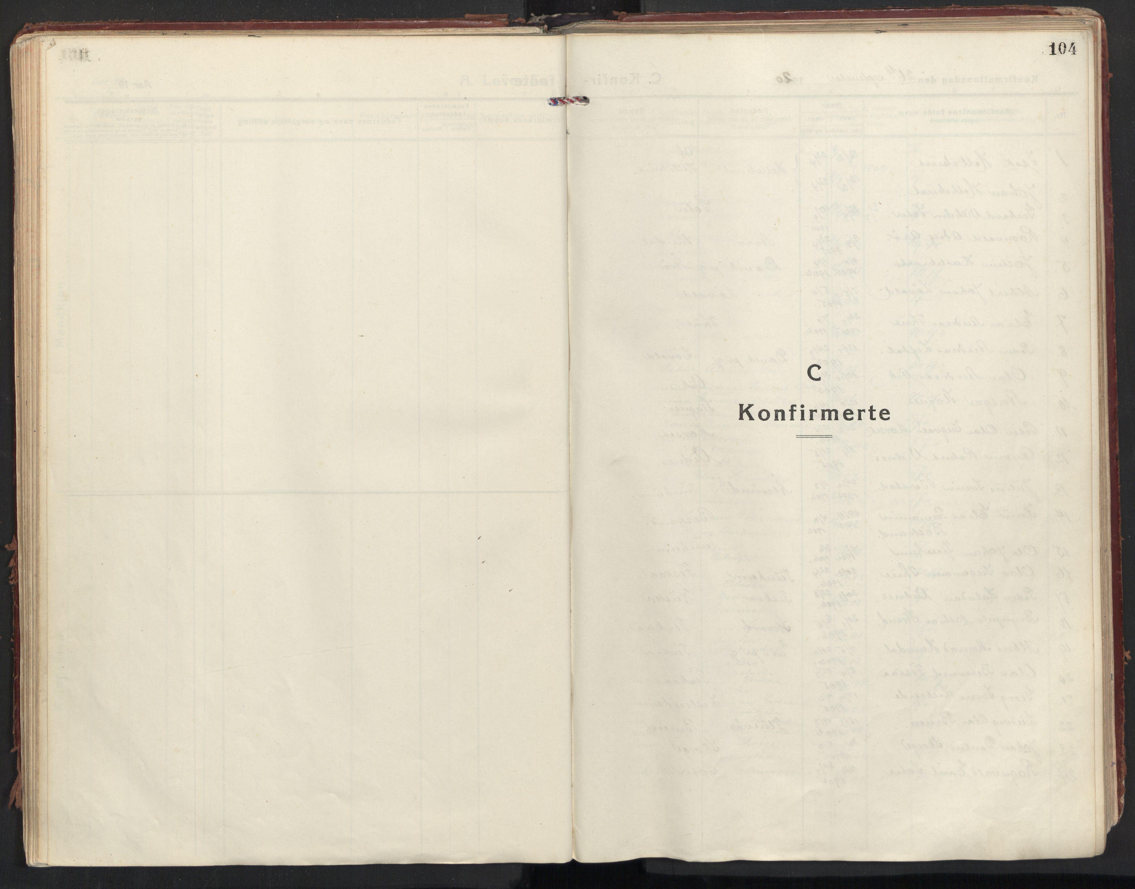 SAT, Ministerialprotokoller, klokkerbøker og fødselsregistre - Møre og Romsdal, 501/L0012: Ministerialbok nr. 501A12, 1920-1946, s. 104