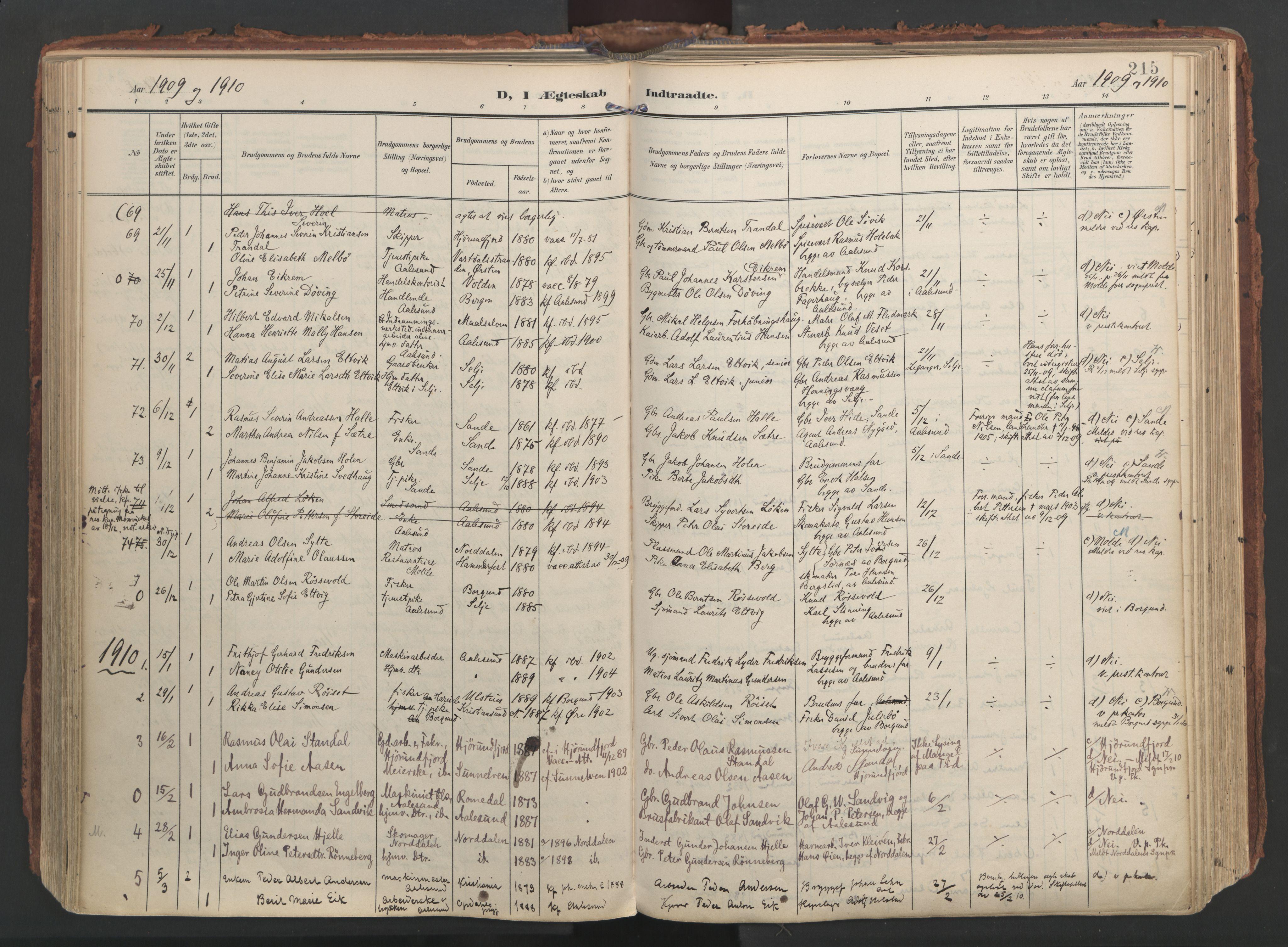 SAT, Ministerialprotokoller, klokkerbøker og fødselsregistre - Møre og Romsdal, 529/L0459: Ministerialbok nr. 529A09, 1904-1917, s. 215
