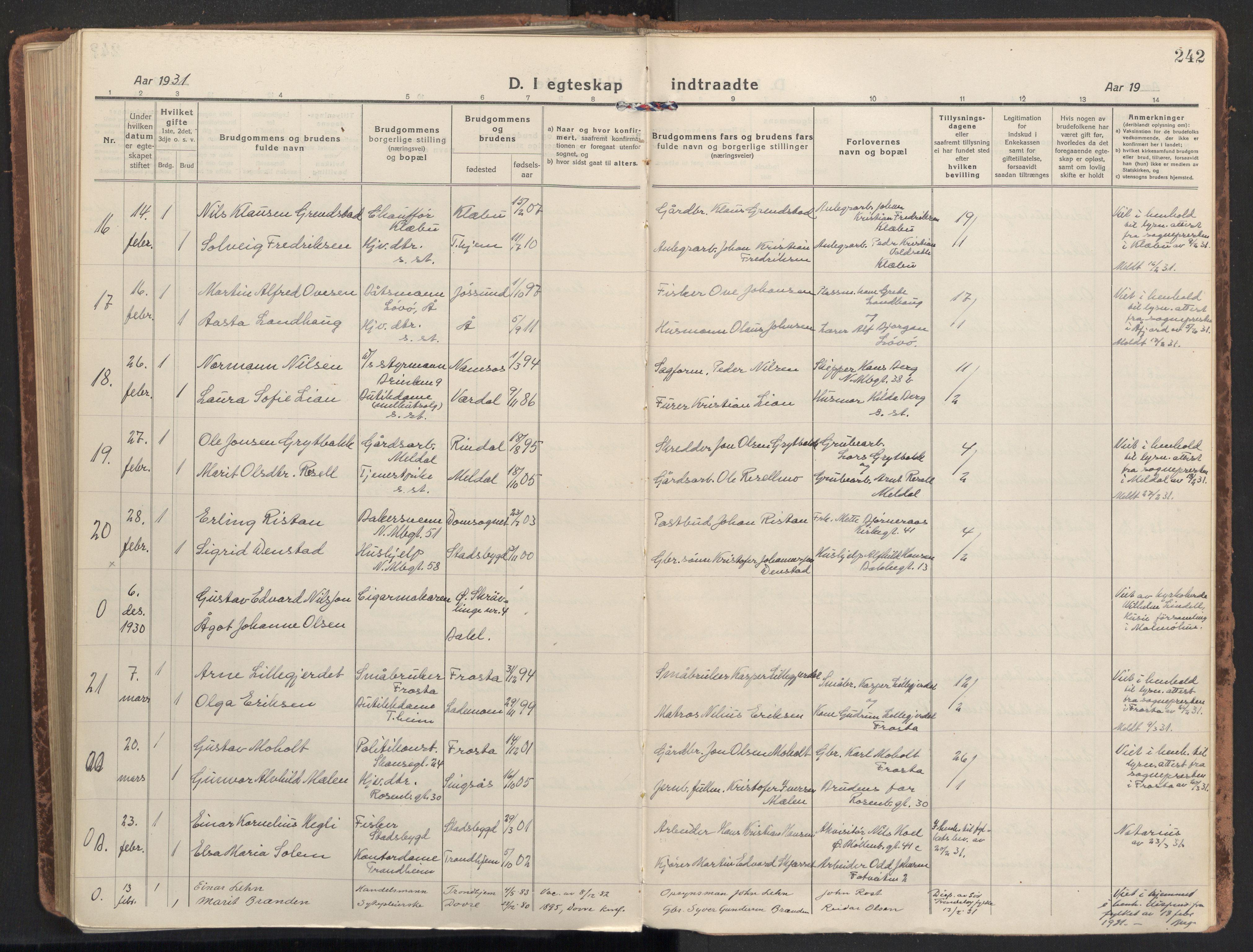 SAT, Ministerialprotokoller, klokkerbøker og fødselsregistre - Sør-Trøndelag, 604/L0206: Ministerialbok nr. 604A26, 1917-1931, s. 242