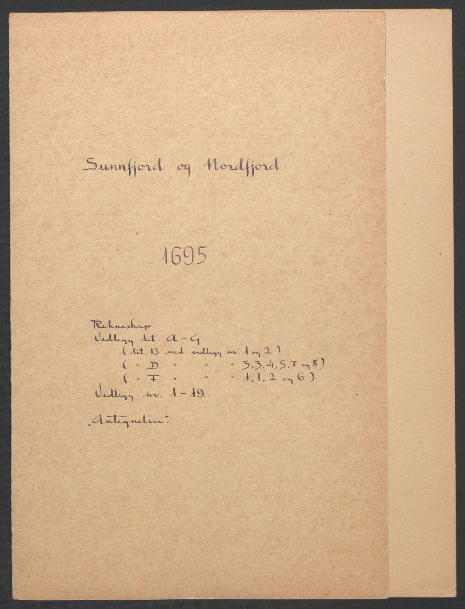 RA, Rentekammeret inntil 1814, Reviderte regnskaper, Fogderegnskap, R53/L3422: Fogderegnskap Sunn- og Nordfjord, 1695-1696, s. 3