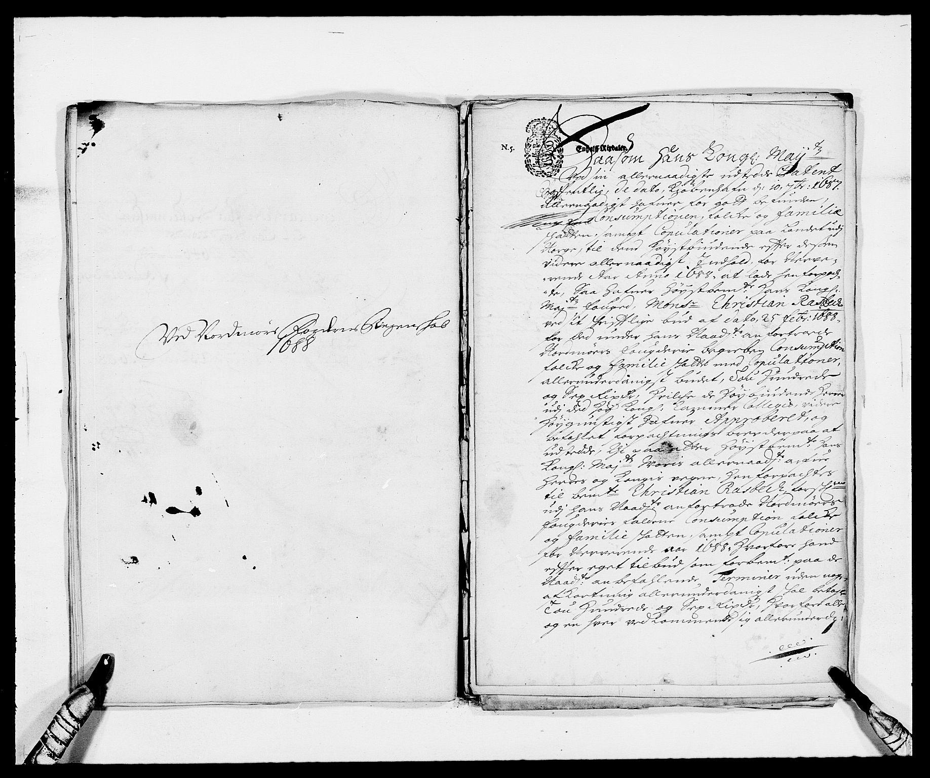 RA, Rentekammeret inntil 1814, Reviderte regnskaper, Fogderegnskap, R56/L3733: Fogderegnskap Nordmøre, 1687-1689, s. 287